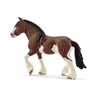 Yegua Clydesdale patas...